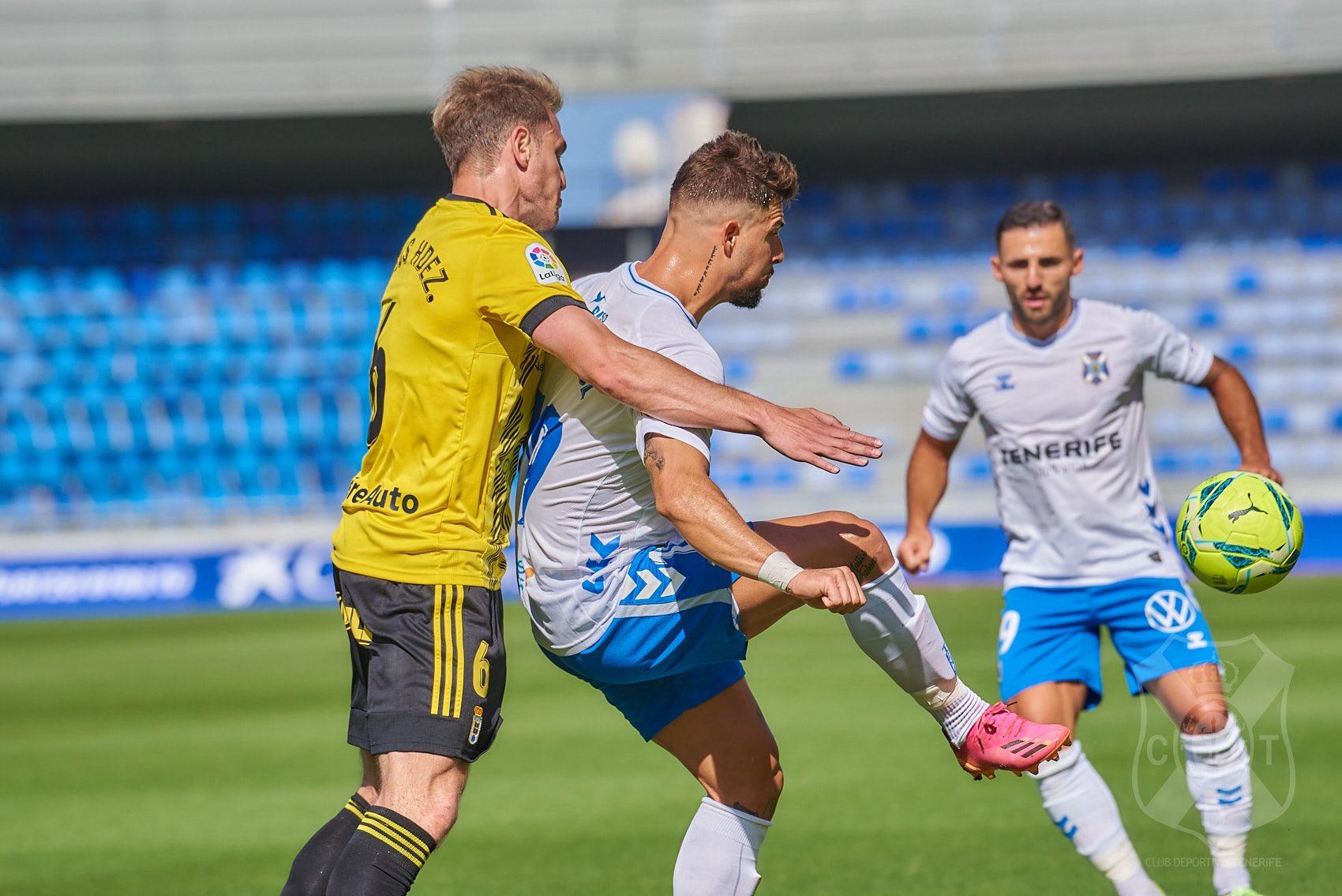 """Crónica del CD Tenerife 2 - Real Oviedo 2:  """" El Tenerife deja escapar la victoria en el minuto 93"""""""