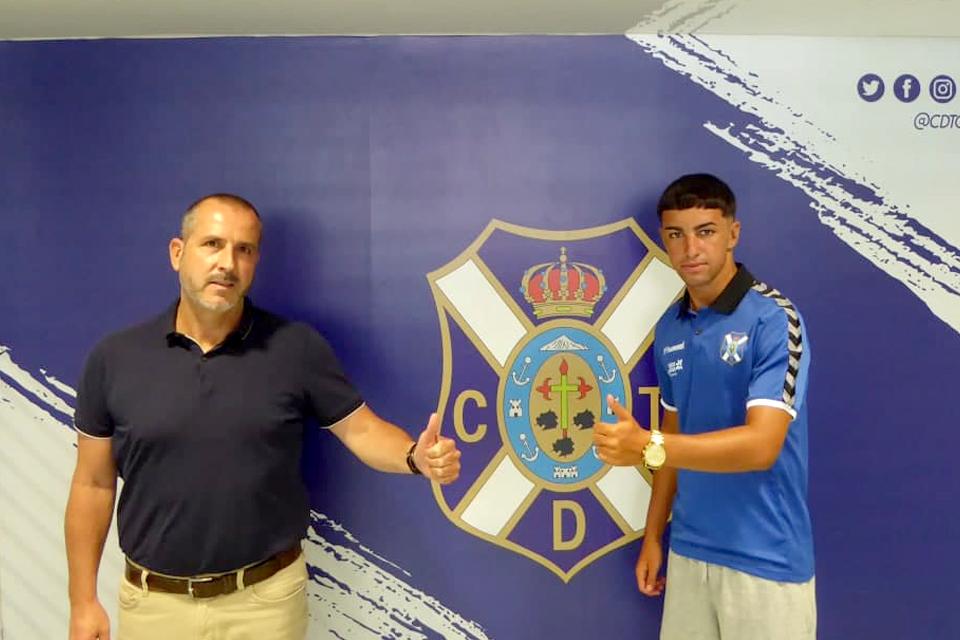 Dylan Perera renueva con el CD Tenerife hasta 2025