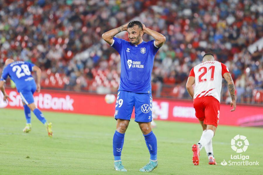 """Crónica del UD Almería 3-1 CD Tenerife: """"Un buen Tenerife cae derrotado en  una segunda parte para olvidar""""   Stadium Tenerife"""