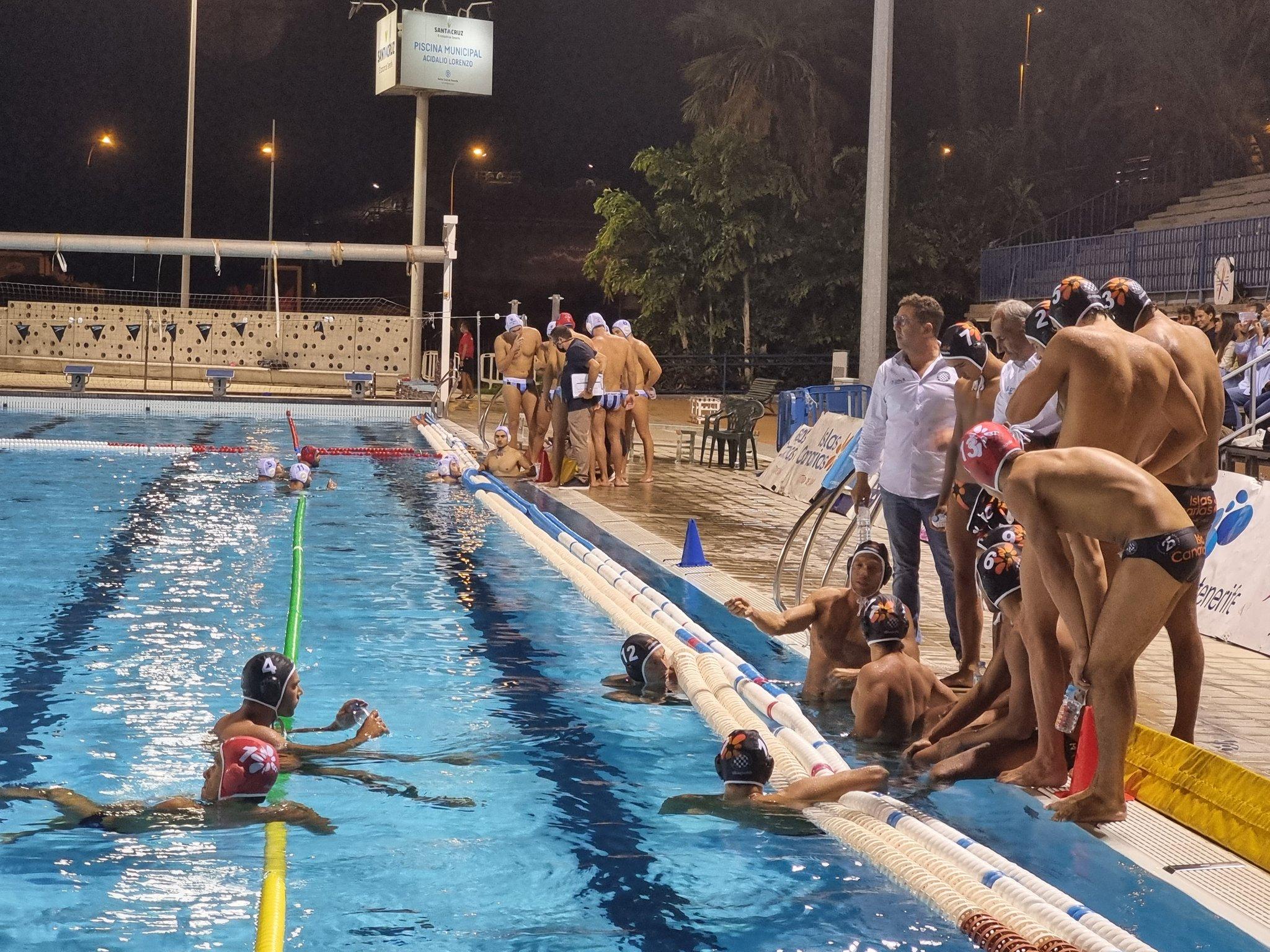El Waterpolo Tenerife Echeyde logra, ante su público, el primer triunfo del curso