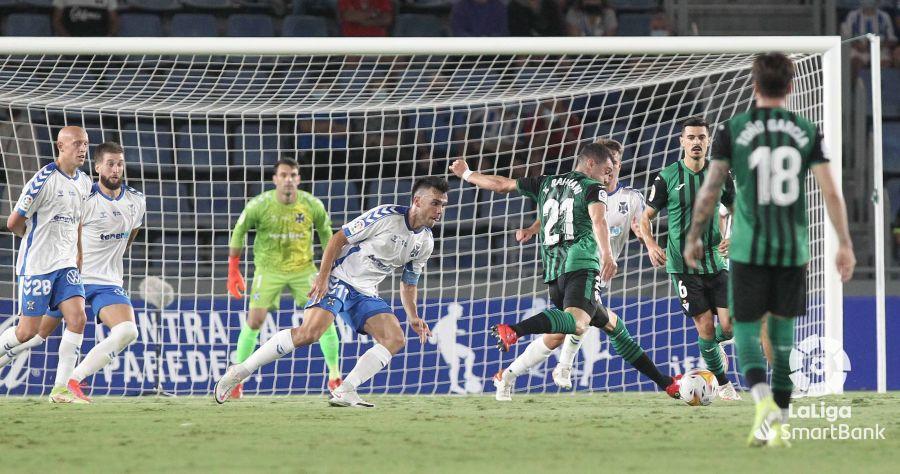 """Crónica del CD Tenerife 0-1 SD Eibar: """"El Derbi sigue haciendo estragos"""""""